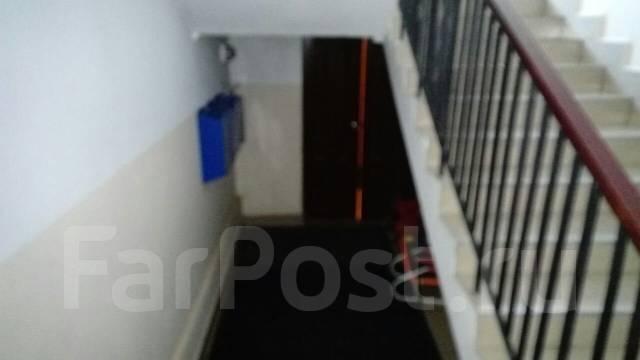 1-комнатная, с. Покровка, Советов 76. Центр, частное лицо, 46 кв.м. Подъезд внутри