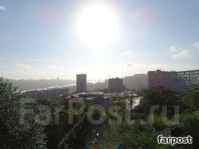3-комнатная, улица Адмирала Кузнецова 82. 64, 71 микрорайоны, проверенное агентство, 69 кв.м. Вид из окна днём