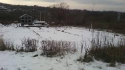Продаю земельный участок в пригороде Владивостока. 600 кв.м., собственность, электричество, вода, от частного лица (собственник). Фото участка