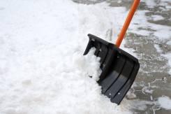Уборка снега грузчиками. Услуги грузчиков.