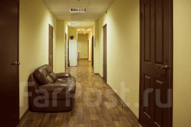 Гостинка, улица Фонтанная 17. Центр, 20 кв.м. Подъезд внутри