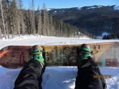 Сноуборд с ботинками и экипировкой