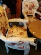 Комплекты столов со стульями.