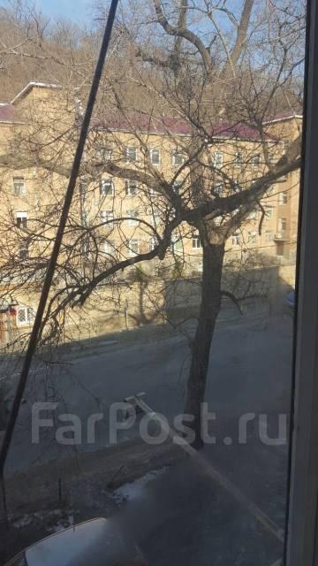 Помещение из трех кабинетов. 60 кв.м., улица Снеговая 1, р-н Снеговая. Вид из окна