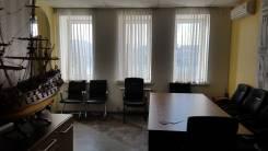 Собственник сдает в аренду на любой срок офис в адм. здании, 1/2 этажа. 122 кв.м., улица Капитана Шефнера 2, р-н Центр. Интерьер