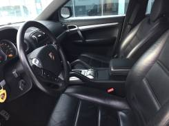 Салон черного цвета от Porsche Cayenne S 4.8 2008 года