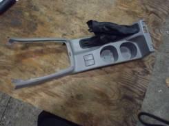 Кожух ручки ручника. Subaru Forester, SG5 Двигатель EJ205