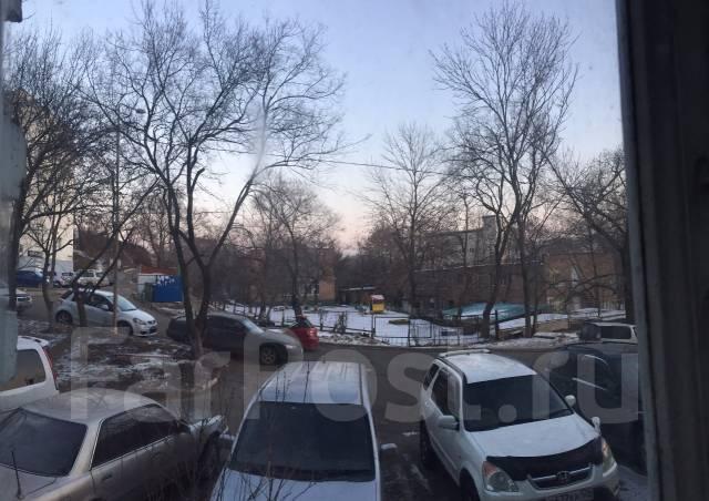 3-комнатная, проспект 100-летия Владивостока 100. Вторая речка, частное лицо, 60 кв.м. Вид из окна днем