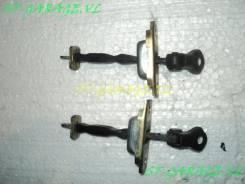 Ограничитель двери. Toyota Celica, ZZT231, ZZT230 Двигатели: 2ZZGE, 1ZZFE