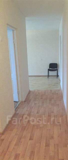 3-комнатная, проспект 100-летия Владивостока 100. Вторая речка, частное лицо, 60 кв.м. Прихожая