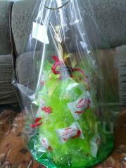 Подарок на новый год. Елка и конфет рафаелло. Под заказ