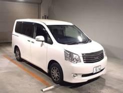 Toyota Noah. ZRR70G