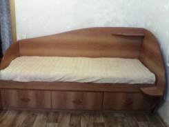 Кровати.