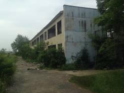 Продам здание с земельным участком в собственности в ПГТ. Ярославском. Лазо 1, р-н Ярославсий пгт, 1 755 кв.м. Дом снаружи