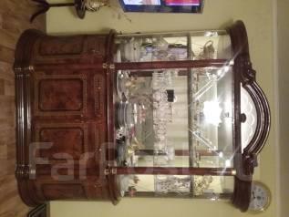 Продам красивую итальянскую витрину