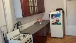 1-комнатная, улица Орджоникидзе 21. Центральный район, частное лицо, 35 кв.м. Кухня