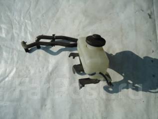 Бачок для тормозной жидкости. Toyota Corolla Verso, ZZE122 Toyota Corolla Spacio, ZZE122, ZZE124, NZE121 Двигатели: 1ZZFE, 1NZFE