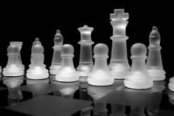 Продам новые стеклянные шахматы