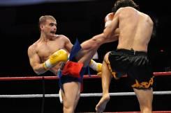 Спорт тренировки по кикбоксингу для мужчин и женщин всех возрастов