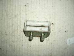 Крепление двери багажника. Mazda Demio, DW3W Двигатель B3E