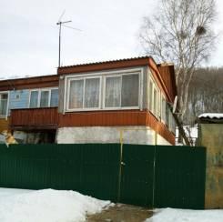 Продам полдома в п. Шкотово. р-н Шкотовский район, площадь дома 58 кв.м., отопление твердотопливное, от частного лица (собственник). Дом снаружи