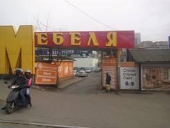 Сдается торговая площадь во Владивостоке. 845 кв.м., улица Луговая 28, р-н Луговая. Дом снаружи