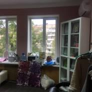 Срочно сдам офис! первый месяц аренды всего 8900 руб!. 15 кв.м., проспект Океанский 100а, р-н Первая речка. Вид из окна