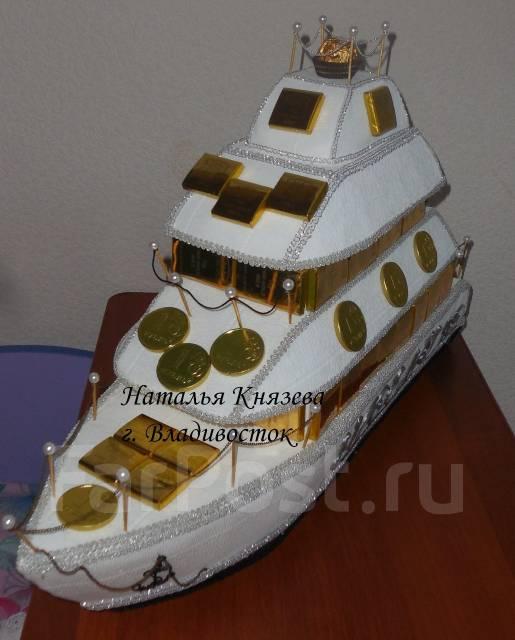 Яхта именная из шоколадных конфет. Под заказ!