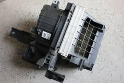 Корпус моторчика печки. Toyota Ipsum, ACM26