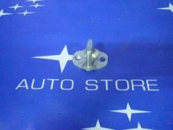 Замок крышки багажника. Subaru Forester, SF5, SF9 Двигатели: EJ202, EJ205, EJ25, EJ20G, EJ20J, EJ254, EJ201, EJ20