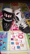 Коньки хоккейные. 30