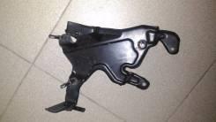 Крепление компрессора кондиционера. Mercedes-Benz