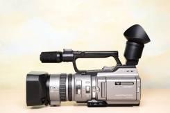 Sony DCR-VX2100E. с объективом