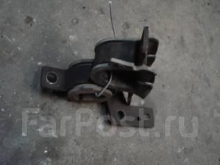 Крепление рулевой рейки. Nissan Serena, PNC24