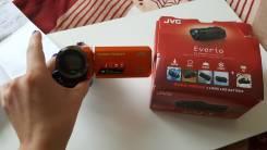 JVC Everio GZ-R315. с объективом