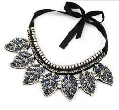 Ожерелья.