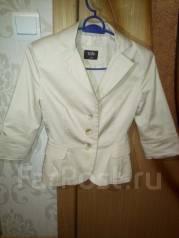 Срочно недорого продам пиджак XXS