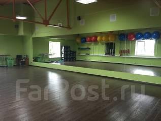 Фитнес-клубы и тренажерные залы.