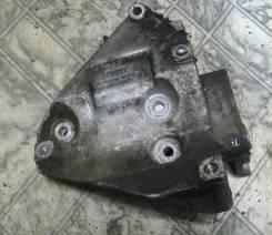 Крепление компрессора кондиционера. Volkswagen Passat