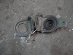Крепление радиатора. Nissan Serena, TC24, PNC24, TNC24, RC24, PC24 Двигатели: QR20DE, QR25DE, SR20DE
