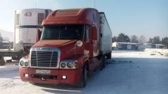 Freightliner Century. Породам фрэдлайне в сцепке в хорошем состояние, 12 000 куб. см., 20 000 кг.