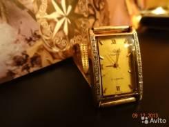 Золотые часы с браслетом.