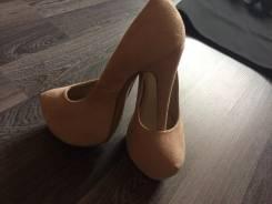 Одежда и обувь женская. 39, 40