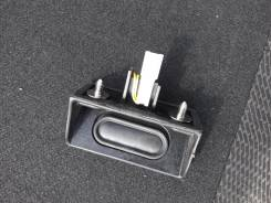 Кнопка открывания багажника. Honda Fit, GE7, GE6, GP1, GE8 Двигатели: L13A, LDA, L15A