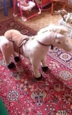 Продам лошадку детскую