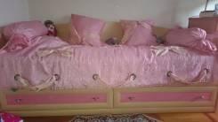 Кровати полутороспальные.