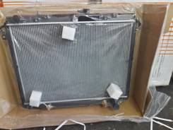 Радиатор охлаждения двигателя. Lexus LX470, UZJ100 Двигатель 2UZFE