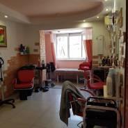 В салоне сдается кресло парикмахера и кушетка. Проспект 100-летия Владивостока 74, р-н Столетие, 24 кв.м., цена указана за все помещение в месяц. Инт...