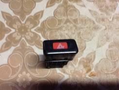 Кнопка включения аварийной сигнализации. Nissan Cefiro, A32