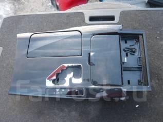 Консоль центральная. Toyota Crown, GRS210